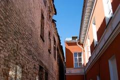 Zwei alte Gebäude Stockbilder