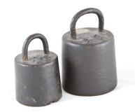 Zwei alte Gewichte lizenzfreie stockfotografie