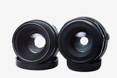 Zwei alte Kameraobjektive auf einem weißen Hintergrund Stockfotos