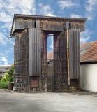 Zwei alte Silos gemacht vom Holz Stockfotografie