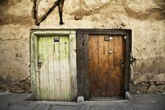 Zwei alte Türen Stockfoto