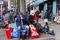 Zwei Amsterdam-Vagabundn, die eine Pause machen Stockfoto