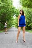 Zwei attraktive Frauen Stockfotos