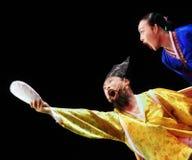 Zwei Ausführende koreanischen traditionellen Tanzes Busans lizenzfreies stockfoto