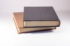 Zwei Bücher auf einem weißen Hintergrund lizenzfreies stockbild