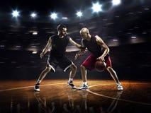 Zwei Basketball-Spieler in der Aktion lizenzfreie stockfotografie