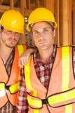 Zwei Bauarbeiter am Job Stockfotografie