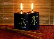 Zwei beleuchtete Kerzen Stockfoto