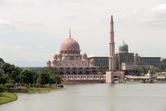 zwei berühmte lanmarks Putrajaya Malaysia Stockbilder