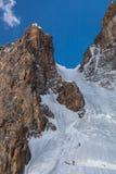 Zwei Bergsteiger auf Eiswand Stockbild