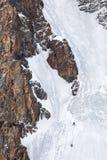 Zwei Bergsteiger auf Eiswand Lizenzfreies Stockfoto