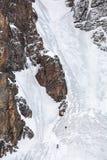 Zwei Bergsteiger auf Eiswand Stockfotografie