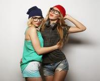 Zwei beste Freunde der jungen Hippie-Mädchen stockfotos