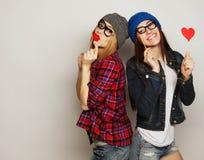 Zwei beste Freunde der stilvollen sexy Hippie-Mädchen Lizenzfreie Stockfotografie