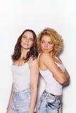 Zwei beste Freundinnen, die Spaß haben Lizenzfreies Stockfoto