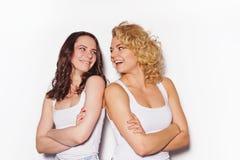Zwei beste Freundinnen, die Spaß haben Stockbilder