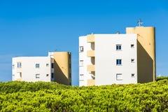 Zwei Blöcke von Wohnungen Stockbild