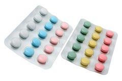 Zwei Blasen mit den farbigen Pillen Stockfoto