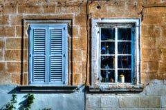 Zwei blaue alte Fenster HDR Stockfoto