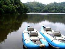 Zwei blaue Boote Lizenzfreies Stockfoto