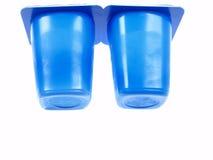 Zwei blaue Joghurt-Behälter Stockbilder