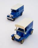 Zwei blaue WeinleseLieferwagen. vektor abbildung