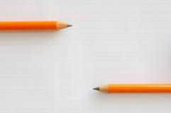 Zwei Bleistifte auf Papier Stockfotografie
