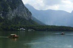 Zwei Boote auf einem See lizenzfreies stockbild