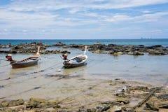 Zwei Boote auf einer Leine Lizenzfreie Stockfotos