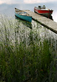 Zwei Boote auf privatem See. Stockfotos