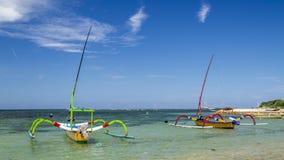 Zwei Boote bereit zu segeln Lizenzfreie Stockbilder