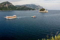 Zwei Boote im Meer Lizenzfreie Stockfotos