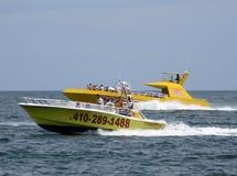 Zwei Boote im Ozean Stockfoto