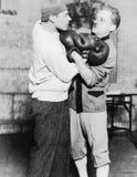 Zwei Boxer, die zusammen wringen (alle dargestellten Personen sind nicht längeres lebendes und kein Zustand existiert Lieferanten Stockbilder