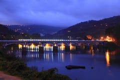 Zwei Brücken über einem Fluss bei Geres Lizenzfreies Stockbild