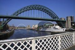 Zwei Brücken u. ein Boot Stockfoto
