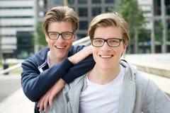 Zwei Brüder stockfotos