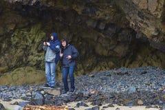 Zwei Brüder auf der Oregon-Küste Lizenzfreies Stockbild