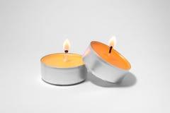 Zwei brennende Kerzen stockfotografie