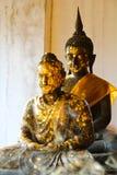 Zwei Buddha mit Rauchvordergrund Stockfotografie