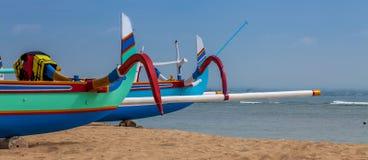 Zwei bunte Boote Lizenzfreies Stockfoto