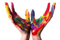 Zwei bunte Hände bilden ein Cup Stockbild