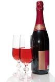 Zwei Champagnergläser und eine Flasche, getrennt Stockfotos