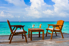 Zwei Cocktails auf Tabelle, Strandkaffee Lizenzfreies Stockfoto
