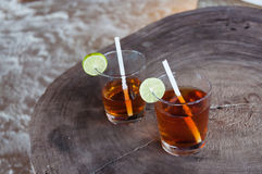 Zwei Cup des Getränks stockfotos