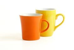 Zwei Cup getrennt auf Weiß Stockfotografie