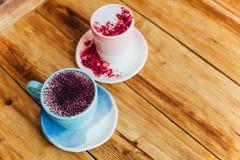 Zwei Cup von Latte Flache, Draufsicht stockfotografie