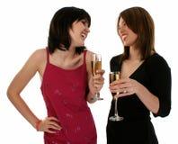 Zwei Damen an einer Party Stockfotos