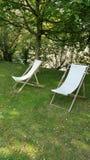 Zwei deckchairs lizenzfreies stockfoto