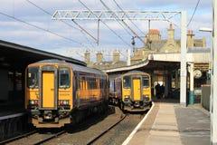 Dieseleinheiten der Klasse 153 an Carnforth Station Stockbilder